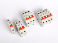 How should consumers choose miniature circuit breakers